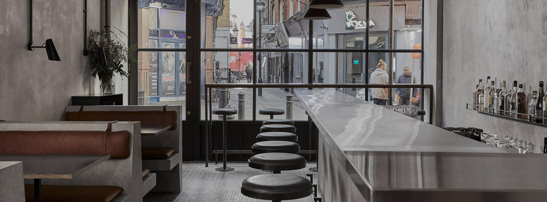 All of that brutalist restaurant @ SOHO: a color palette between cement, leather, concrete & black steel is the masterpiece created by Dan Preston @ the Paradise.