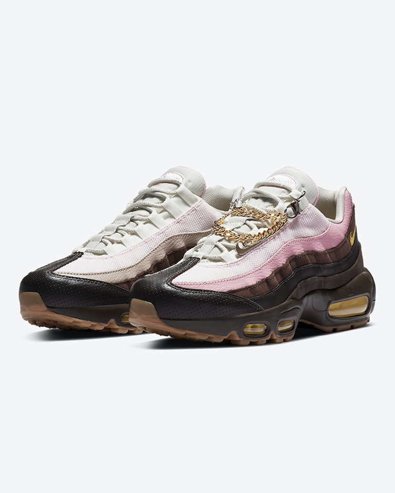 NIKE is droppin' women's AIR MAX in 90 and 95 models 🍦 crafted from leather, suede and accompanied by a Cuban Link bracelet hangtag.