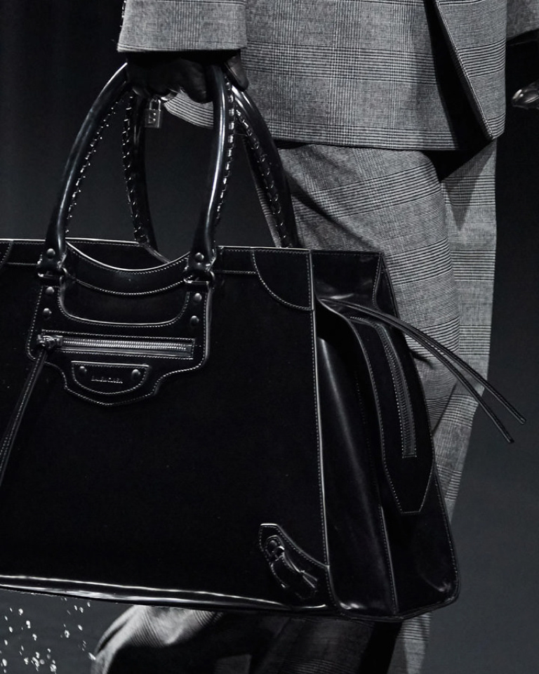 Say hi to Balenciaga Neo Classic Bag: from the shoulders of '00s celebs to 2020 fever.