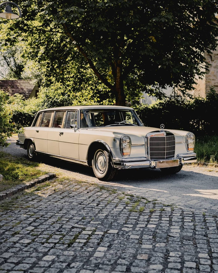This limo rescued by Mercedes-Benz Classic in 2007, which began a long and detailed restoration, is in Europe with Mechatronik.