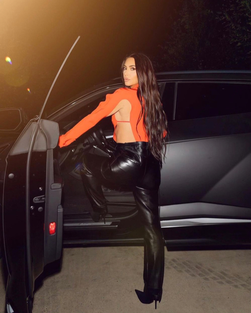 2 metcha internal Kim-Kardashian-latest-leather-looks 2-2 - IMAGE