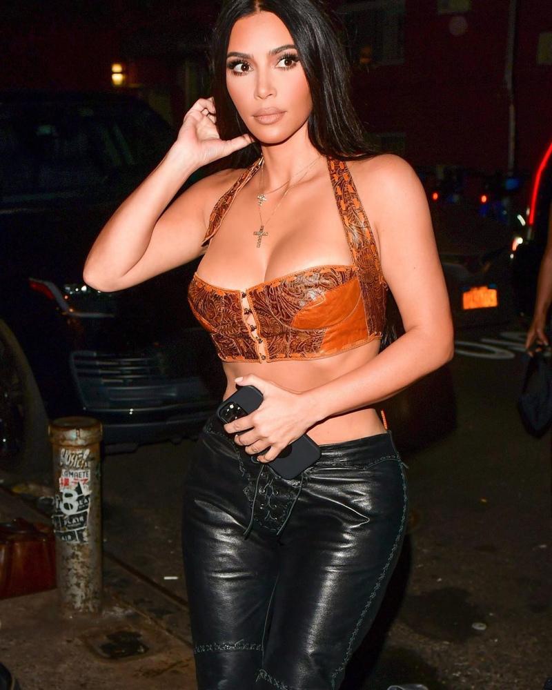 2 metcha internal Kim-Kardashian-latest-leather-looks 3 - IMAGE