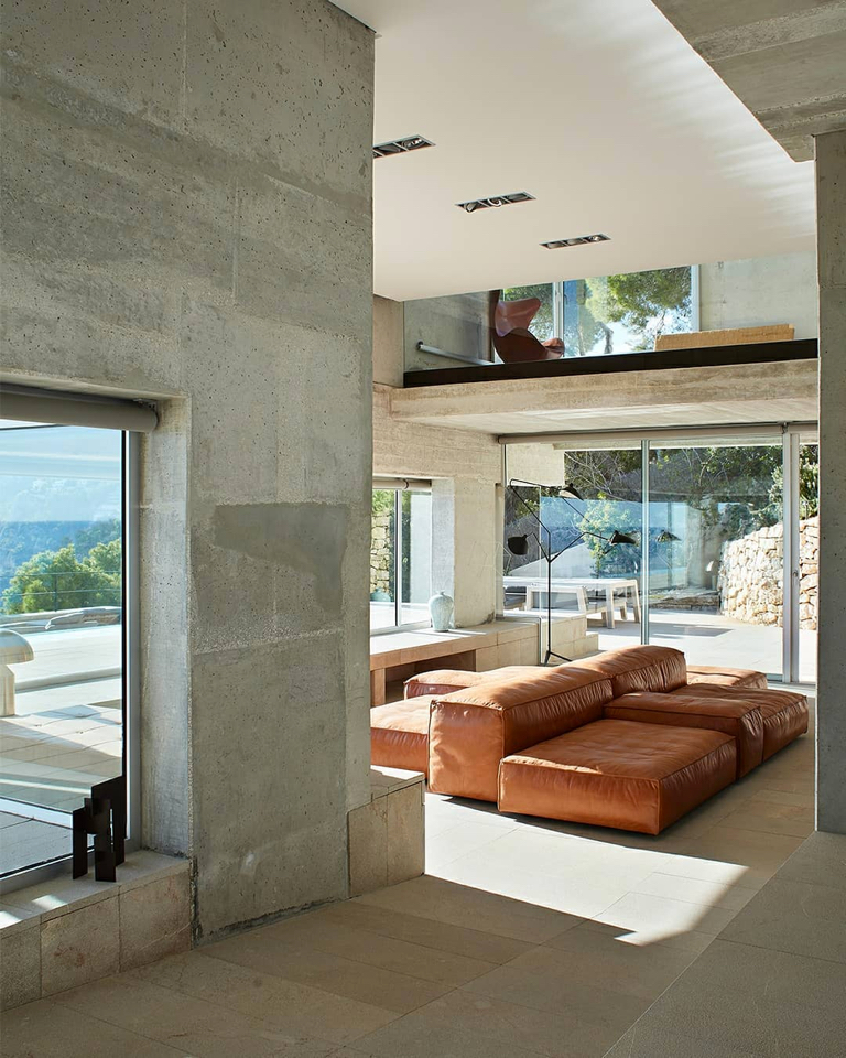 Connecting the interior leather designs and the exterior nature means that the view is not the only infinite thing.