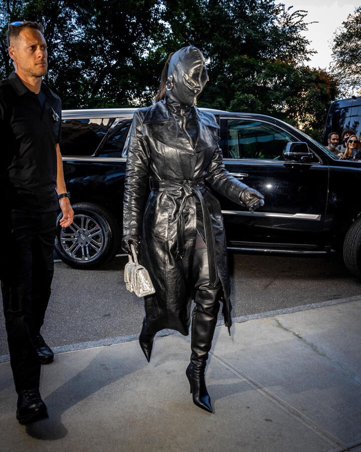 metcha Kim Kardashian Donda feed desk v2 - IMAGE